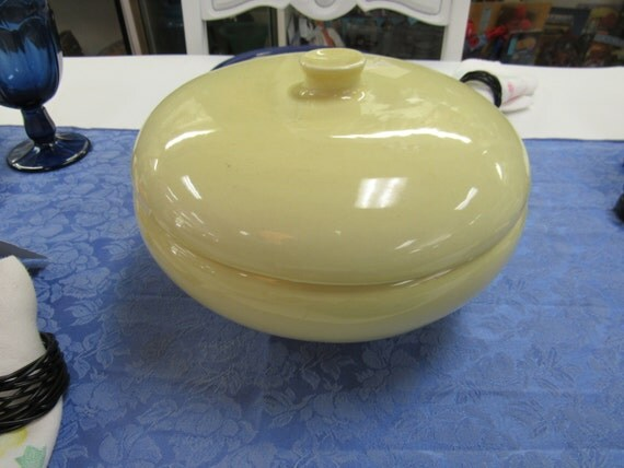 Russel Wright casserole with lid pale yellow