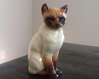 Watchful vintage ceramic siamese ceramic cat