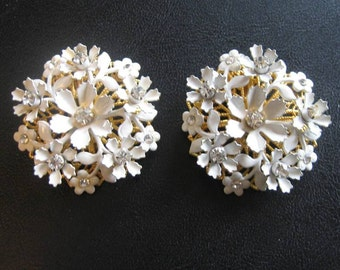 Vintage signed LERU Earrings Metal Flower Filigree Cluster prong-set rhinestone enamel Clip on  1950s white and gold  jewelry wedding prom