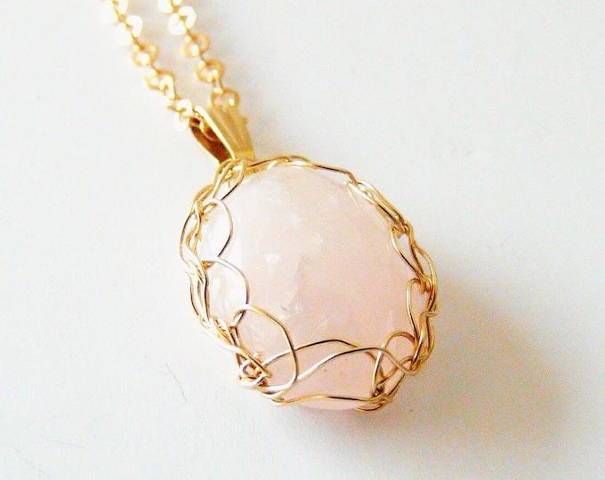 Quartz necklace. Gold Quartz necklace.  Quartz pendant. Wire crochet jewelry.  French handmade. Gemstone jewelry.  Druzy jewelry. Je