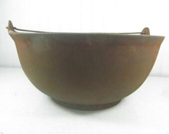 ANTIQUE CAST IRON Cauldron, Footed Pot, Bean Pot, cooking pan, wood stove pot, country, primitve decor, Vintage decor, Rustic Pot, Stew Pot