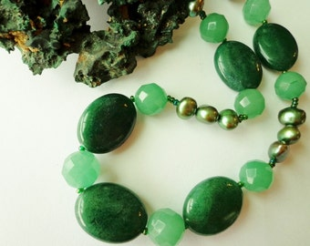 Green Aventurine Gemstone Bead Necklace with Forest Green Pearls, Beaded Necklace