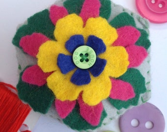 Pin cushion, felt pin cushion, flower pin cushion, novelty pin cushion, pincushion, kitsch gift, sewing gift, sewing accessory, sewing tools