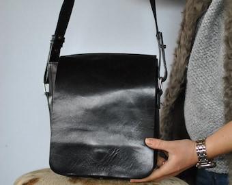 Vintage MESSENGER MEN'S leather bag , cross body leather bag....(297)