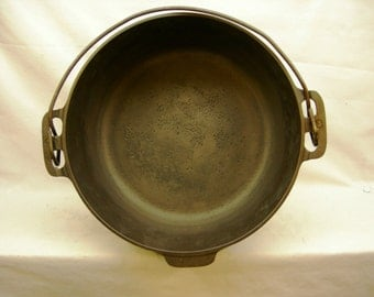 Griswold Cast Iron #8 Dutch Oven 833A  No Lid