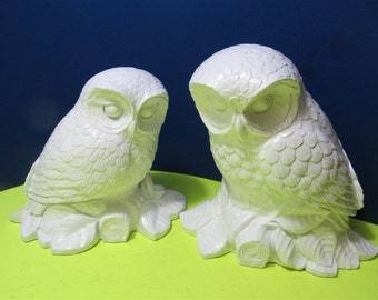 Vintage White Owls Figurine Collectible Collector Resin PVC Bird Wild Wilderness Holiday