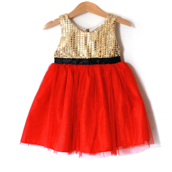 Girls Dresses. Want the prettiest apparel so your little lady can look her adorable best? Check out the beautiful assortment of girls' dresses that she can wear for a number of special occasions or everyday to school.