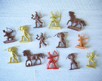 Vintage Toy - Native American Plastic Figures - Collection Of 13