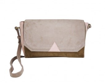 Bag graph delta of raw lamb Suede, Brown and pink beige.