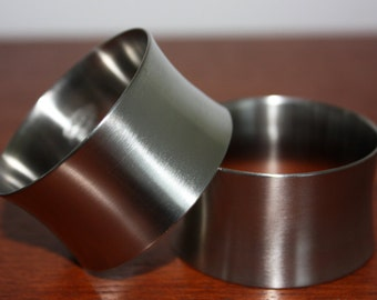 A Boxed Pair of 1970s Old Hall Stainless Steel Napkin Rings