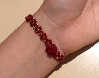 Red Daisy-Chain Beaded Bracelet