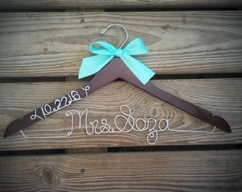 Bridal Hanger with wedding date Bride Hanger with BOW, Multiple Colors, Name Hanger, Wedding Hanger, Personalized Bridal hanger, Bridal Gift