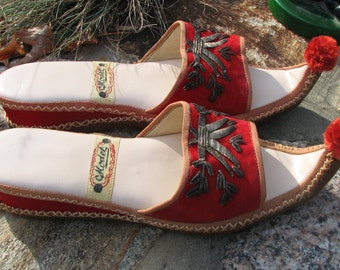 Vintage Turkish Slippers - Pom Pom slippers - Size 6.5 US
