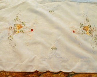 Vintage Embroidered Placemats / Embroidered Napkins / Cotton Pacemats / Napkins  / Floral Placemats / Floral Napkins / Table Decoration