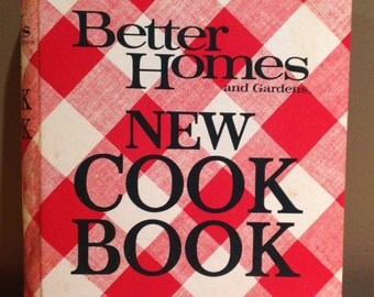 "Vintage 1979 Better Homes and Gardens ""New Cook Book"" by Meredith Corporation. All 435 pages are present. Some have food stains, liquid dama"