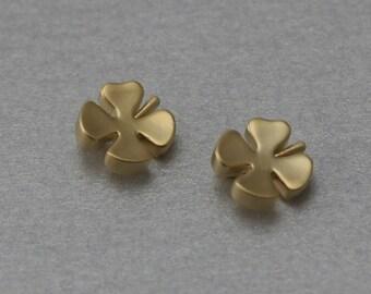 Clover Brass Pendant . Matte Gold Plated . 10 Pieces / C1194G-010