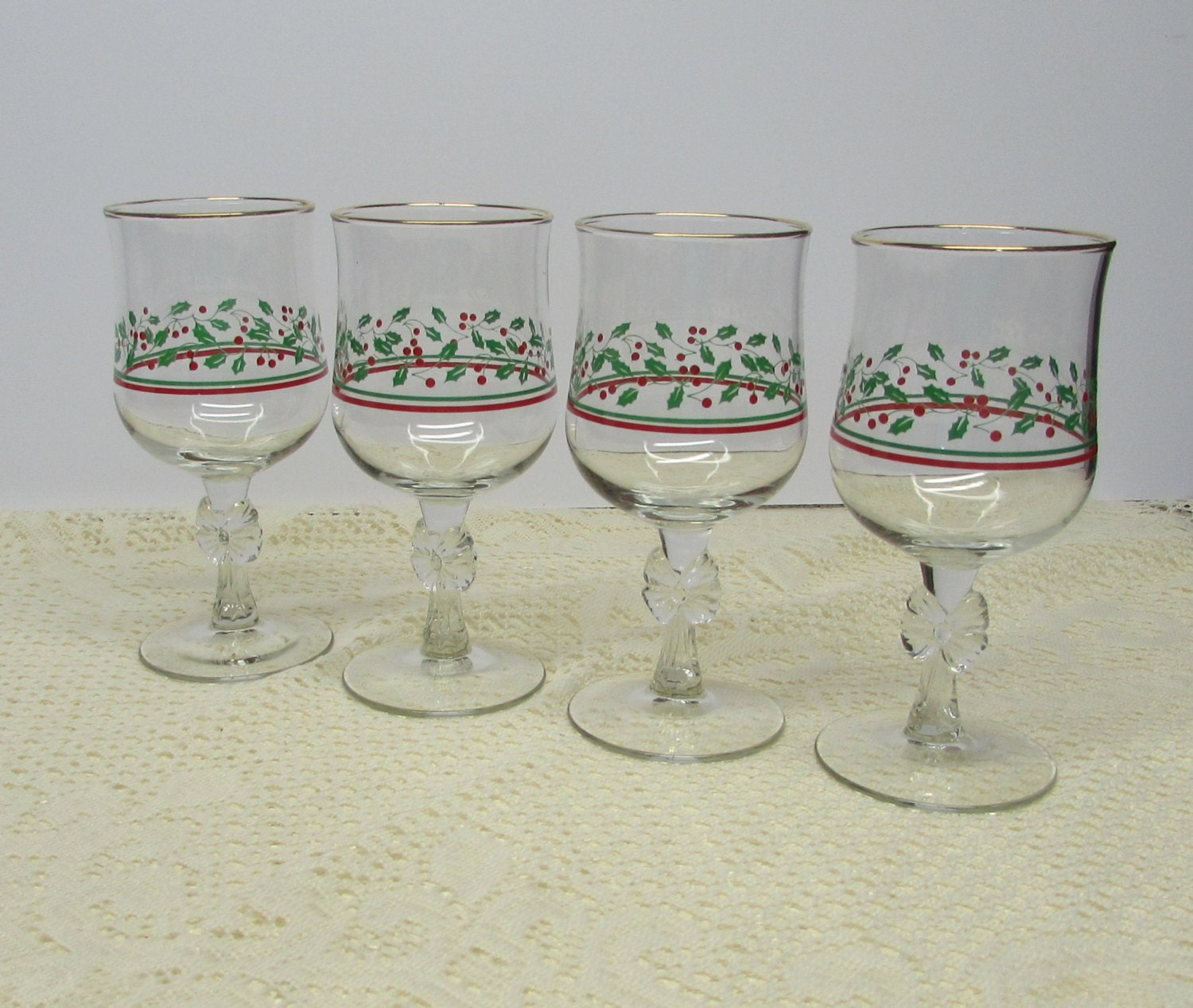 Arbys christmas glasses holly and berry collection set of 4 for Holiday stemware