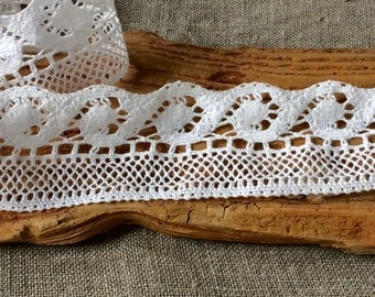 Crochet lace edge trim, natural linen vintage style wave lace for beach style wedding decors, bathroom linens, crafting, scrapbooking