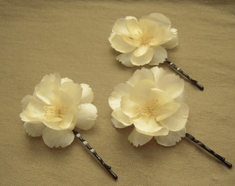 Ivory Flower Hair Pins, 3 Small Ivory Hair Flowers, Floral Bridal Hair Accessories, Three Ivory Wedding Hair Flowers on Bobby Pins - BB0097