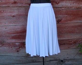 Vintage Midi Skirt. White Summer Skirt. Mid Length. Women's Size 14. Gorgeous 1970's Poly Skirt. Midi Length Skirt. Swinging. Pleats. Flowy.
