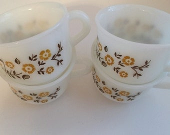 Pyr o Ray Vintage Yellow Daisy Pattern Retro Coffee Cups ( Set of 4)