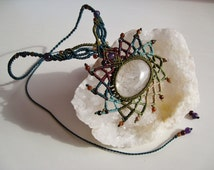 Goddess Lakshmi macramé necklace with Rutilated Quartz, Amethyst, Garnets, Ágates, semiprecious stones natural healing stones crystal