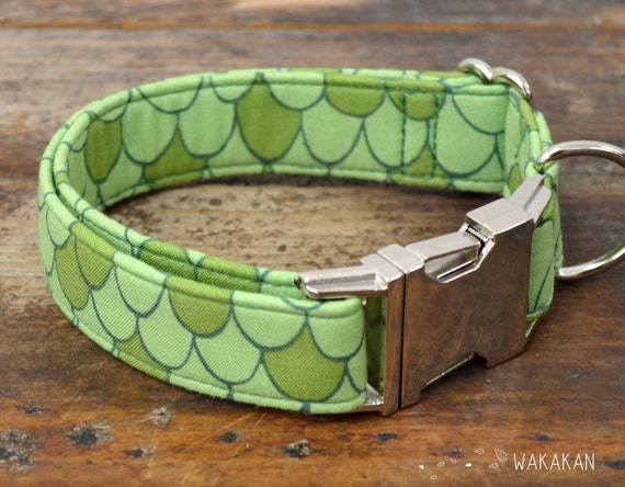 Mother of Dragons  dog collar adjustable. Handmade with 100% cotton fabric. Dragon scales in green. Fantasy style Wakakan
