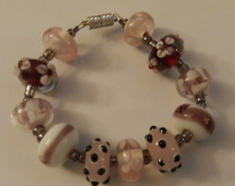Beaded bracelet in Beautiful shades of Pink