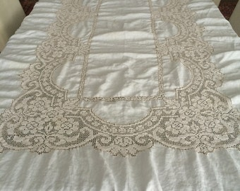 Large rectanular ivory linen tablecloth with 12 napkins
