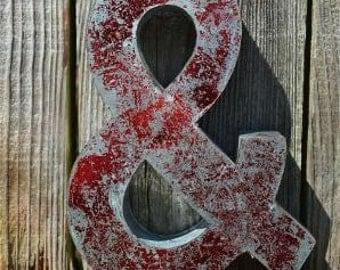 Medium vintage style 3D red ampersand & symbol