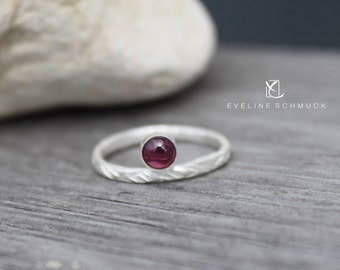 Garnet Fine silver ring hammered with  Ring 925