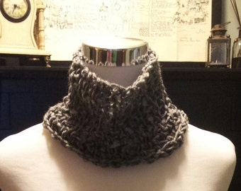 Turtleneck style gray scarf