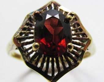Contemporary Style Vintage 1970s Gold Toned Sterling Garnet Fashion Ring