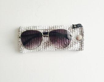 Crochet Sunglasses Sleeve | Grey & White | iSleeve v2.0