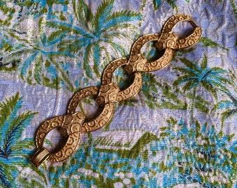 Vintage 1970s trifari bracelet with gold links