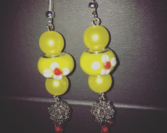 Earrings. Lampglass. Fresh yellow look with dandlimg wire bead