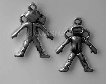 5 Spaceman Space Universe Tibetan Silver Charms (077)