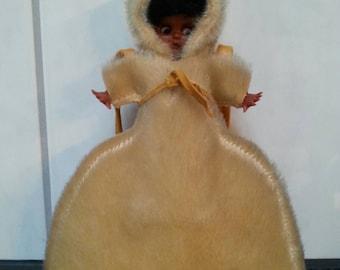 1950s Eskimo Woman with Baby Bag Purse 1960s Winter Accessoire 50s 60s