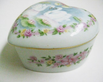 Heart Music Box Royal Yarmouth 1988 Porcelain Hand Painted Swans Floral Music Box Plays Love Me Tender Pink Roses Vintage Mother's Day Gift