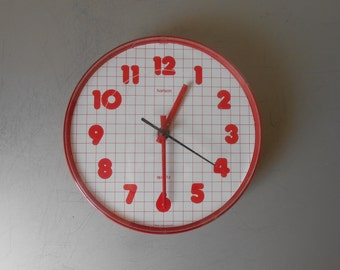 Vintage 1980s Design Wall Clock Made by HANSON, Ireland. Red and White Plastic. Retro 80s Grid Print. Swiss Made. Minimal Mid Century Modern