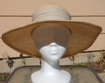 1960s Beige Wide Brimmed Tulle Linen Sun Hat STYLED BY CORALIE