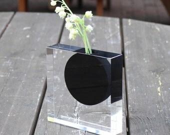 Black circle vase