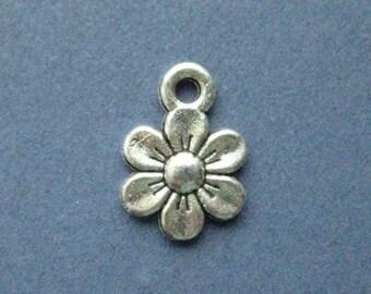 10 Daisy Charms - Daisy Pendant- Sun Flower - Daisy - Flower Charm - Flower Pendant - Antique Silver - 14mm x 10mm  -- (Y6-10319)