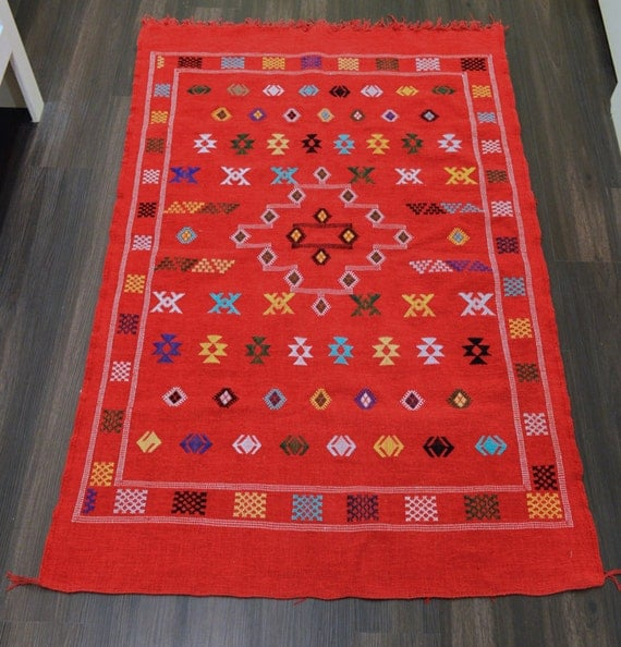 Authentic Handwoven Moroccan Kilim Rug Red / Multicolored