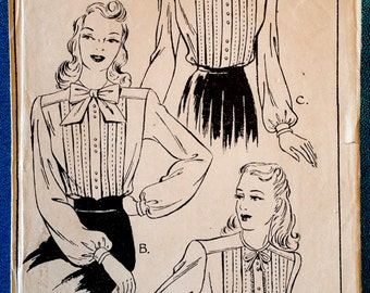 """Rare vintage 1940's blouse with tucks sewing pattern - Style 4733 - size 32"""" bust, 26"""" waist - 1940s"""