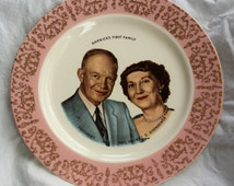 """DWIGHT & MAMIE EISENHOWER """"America's First Family"""" Commemorative China Plate by Homer Laughlin 1957"""