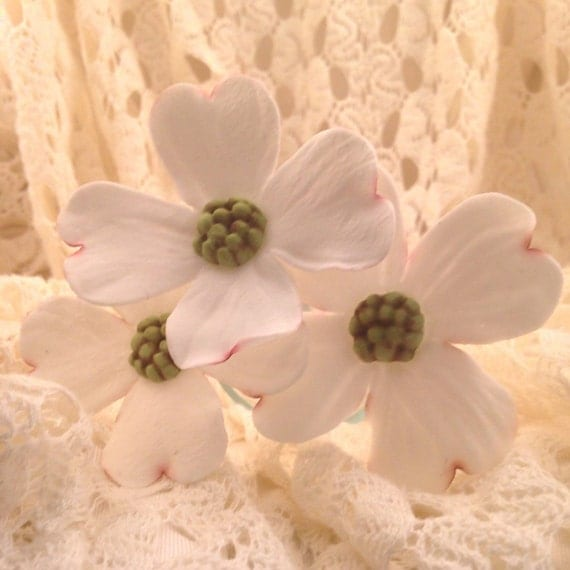 Southern Dogwood Sugar Flowers, set of 3, for wedding cake toppers, fondant gumpaste flower cake decoration, southern weddings, diy brides