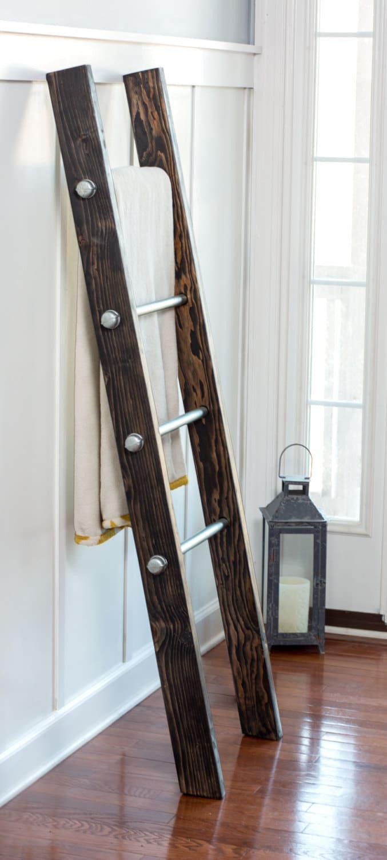 wood ladder blanket ladder modern industrial deco. Black Bedroom Furniture Sets. Home Design Ideas