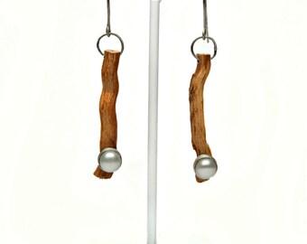 Pearl Earrings, Boho Weadding Earrings, Sterling Silver Dangle Earrings, Nature Inspired Earrings, Ethical Jewelry, Driftwood Jewelry, EGST