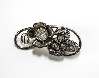 Silver Metal Flower With Rhinestone Center Brooch Pin 9571